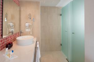 Aequora Lanzarote Suites, Hotely  Puerto del Carmen - big - 32