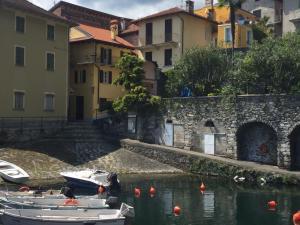 Al vecchio porto casa a Cannero - AbcAlberghi.com