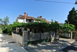 Apartment Sofia, Apartments  Banjole - big - 23