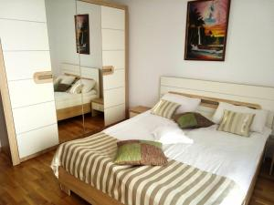 Ambiance Apartment - Swiss Village, Apartmány  Sibiu - big - 23