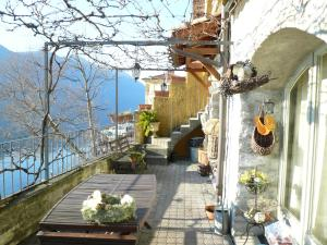 2 Lake view apartments near Lugano - AbcAlberghi.com
