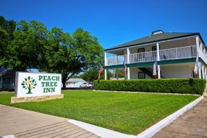 Peach Tree Inn & Suites, Hotely  Fredericksburg - big - 70