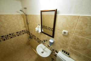 Yellow Rose Pension, Privatzimmer  Canakkale - big - 34