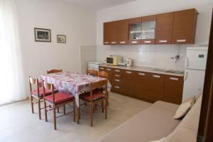 Apartments Ivica, Apartments  Trogir - big - 23