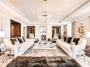 Whitehall Place luxury apartment