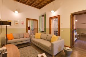 6-Bedroom Apartment Baullari - AbcRoma.com