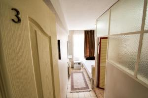 Yellow Rose Pension, Privatzimmer  Canakkale - big - 17