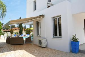 Villa Helen,Colonian beach villas, Vily  Meneou - big - 10