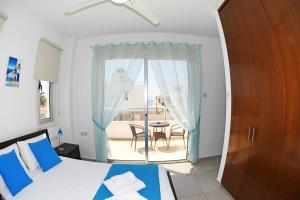Villa Helen,Colonian beach villas, Vily  Meneou - big - 25