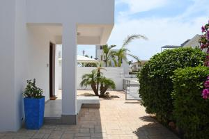 Villa Helen,Colonian beach villas, Vily  Meneou - big - 32