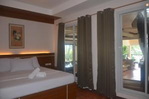 Robinland Vacation Home, Villas  Badian - big - 25