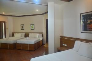 Robinland Vacation Home, Villas  Badian - big - 27