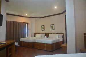Robinland Vacation Home, Villas  Badian - big - 28