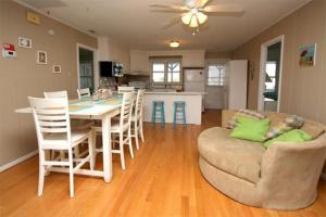 The Beach Cottage Home, Holiday homes  Myrtle Beach - big - 14