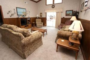 Loafer's Lodge Home, Holiday homes  Myrtle Beach - big - 2