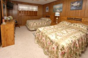 Loafer's Lodge Home, Holiday homes  Myrtle Beach - big - 4