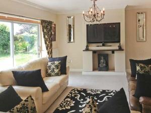 Acorn Cottage Kilgetty Holiday Home