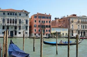 Charming Apartment On Grand Canal - AbcAlberghi.com