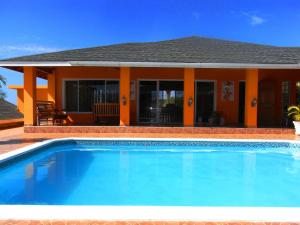 Spacious hillside villa with a large pool and sea views. Best by far in the area, Holiday homes  Whitehouse - big - 13