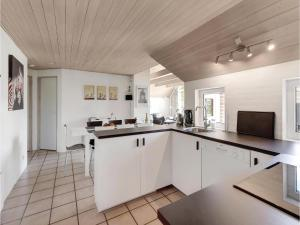 Four-Bedroom Holiday Home in Norre Nebel, Ferienhäuser  Nørre Nebel - big - 29