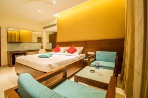 Gayathri Hotels, Отели  Tiruppūr - big - 9
