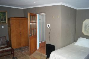 Suite met Kingsize Bed en Uitzicht op het Zwembad