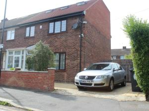 Lovely 3 Bedroom House with large Garden