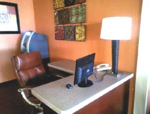 Westgate Inn and Suites, Hotels  Clarksville - big - 27