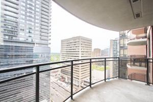 Pelican Suites at North York, Apartmány  Toronto - big - 39