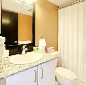 Pelican Suites at North York, Apartmány  Toronto - big - 36
