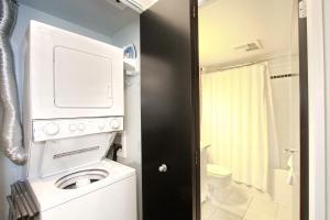 Pelican Suites at North York, Apartmány  Toronto - big - 35
