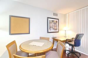 Pelican Suites at North York, Apartmány  Toronto - big - 2