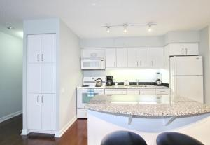 Pelican Suites at North York, Apartmány  Toronto - big - 23