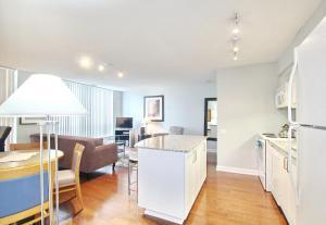 Pelican Suites at North York, Apartmány  Toronto - big - 21