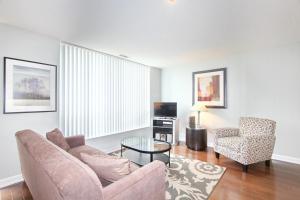 Pelican Suites at North York, Apartmány  Toronto - big - 16