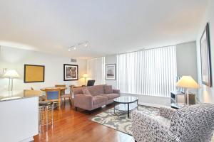 Pelican Suites at North York, Apartmány  Toronto - big - 15