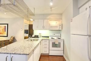 Pelican Suites at North York, Apartmány  Toronto - big - 29