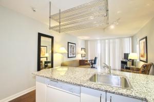 Pelican Suites at North York, Apartmány  Toronto - big - 28