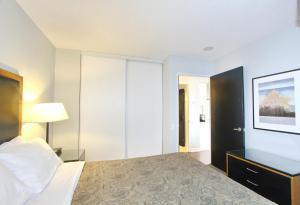 Pelican Suites at North York, Apartmány  Toronto - big - 27