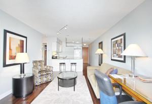 Pelican Suites at North York, Apartmány  Toronto - big - 46