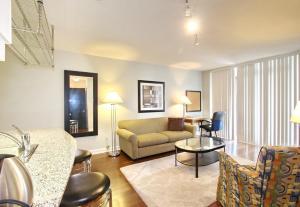 Pelican Suites at North York, Apartmány  Toronto - big - 48