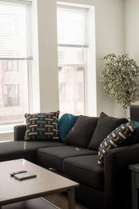 Two Bedroom Apartment - Historic Building near Riverwalk, Апартаменты  Милуоки - big - 9