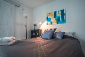 Two Bedroom Apartment - Historic Building near Riverwalk, Апартаменты  Милуоки - big - 18