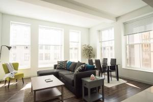 Two Bedroom Apartment - Historic Building near Riverwalk, Апартаменты  Милуоки - big - 21
