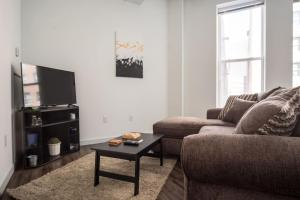 SLEEK & MODERN 1BR LOFT IN MKE THEATRE DISTRICT, Apartmány  Milwaukee - big - 2