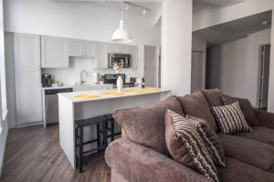 SLEEK & MODERN 1BR LOFT IN MKE THEATRE DISTRICT, Appartamenti  Milwaukee - big - 5