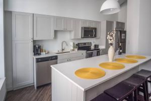 SLEEK & MODERN 1BR LOFT IN MKE THEATRE DISTRICT, Appartamenti  Milwaukee - big - 28