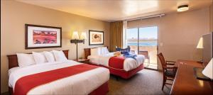 Queen Room with Two Queen Beds and Marina View