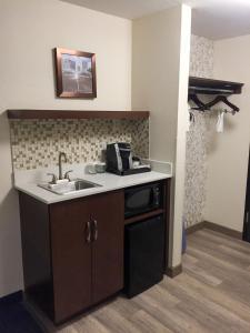 Best Western Plus Portland Airport Hotel & Suites, Hotels  Parkrose - big - 42