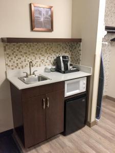 Best Western Plus Portland Airport Hotel & Suites, Hotels  Parkrose - big - 54